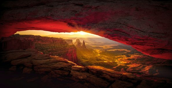 Arizona cave at sunset, symbolizing how US states are recovering from the pandemic in tourism
